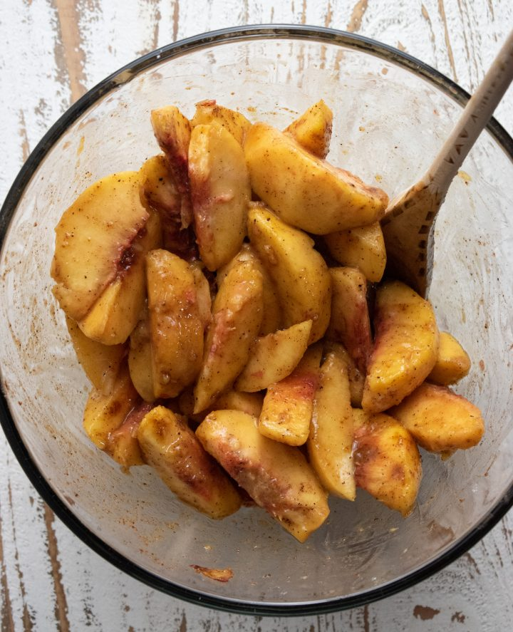 sliced peaches in a glass bowl